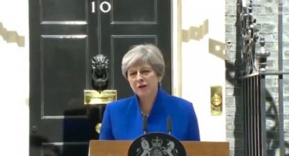 Para Theresa May, as eleições gerais de 2017 seriam a lança de Lancelote que mataria o monstro do socialismo. Mas isso não aconteceu. Theresa May perdeu a sua vantagem e Jeremy Corbyn conseguiu criar um momento eleitoral com um manifesto anti-austeridade