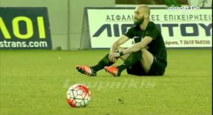 AEL Larissa and Acharnaikos in touching sit-down protest in support of refugees