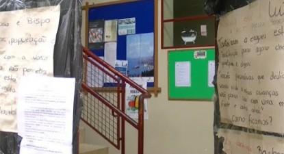 Trabalhadores e utentes contestam encerramento do Centro Social de Miragaia | ESQUERDA.NET