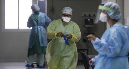 O problema, segundo os sindicatos, é que a colocação de médicos aposentados impede a abretura de vagas nos centros de saúde ou hospitais onde eles são colocados.