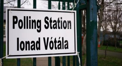 Assembleia de voto na Irlanda - eleições legislativas 2020