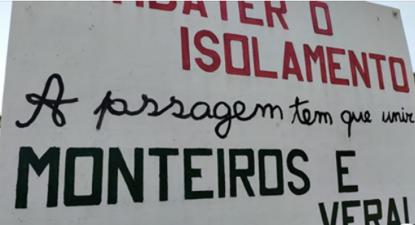 """Faixa com a frase """"Combater o isolamento - A passagem tem que unir Monteiros e Veral"""" - Foto Interior do Avesso"""
