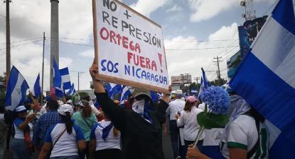 """""""Não mais repressão"""", """"Ortega fora"""", """"SOS Nicarágua"""""""