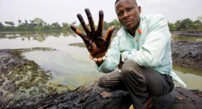 A Nigéria, apesar de ser um dos maiores produtores mundiais de petróleo continua a ser pobre. Em 2017, a Amnistia Internacional denunciou que a Shell apoiou tortura e violação dos direitos humanos.