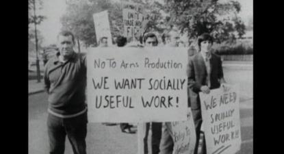 """""""Não à produção de armas. Queremos trabalho socialmente útil"""". """"The Plan"""", de Steve Sprung."""