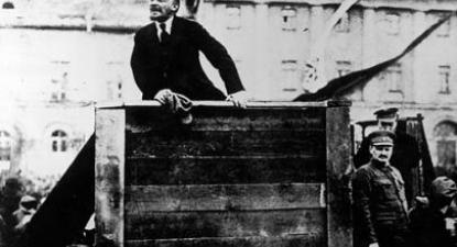Não foi o apoio que a Alemanha deu a Lenine que determinou o caráter do processo mas a revolução que emergiu das forças criativas da luta de classes na Rússia.
