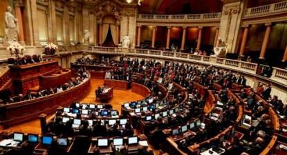 Plenário da assembleia da República em votação