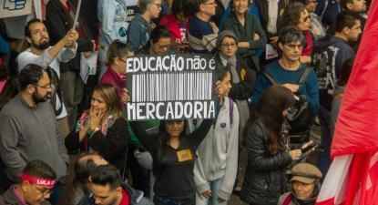 Um dos alvos das manifestações foi o projeto do governo para as universidades, que tem o nome Future-se, mas devia ser Fature-se. Foto de Patrícia Santos