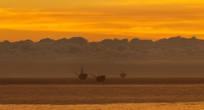 Todas as 23 plataformas de petróleo na costa da Califórnia têm décadas de funcionamento sem modernização.