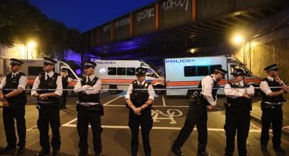 Polícia britânica cria perímetro de segurança em Finsbury Park. Foto de Facundo Arrizabalga, EPA/Lusa.