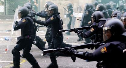 Polícia carrega em Barcelona, no dia 18 de setembro de 2019 – Foto de Enric Fontcuberta/Epa/Lusa