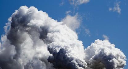Emissões de central de energia em New Jersey, por Justin Lane, EPA/Lusa