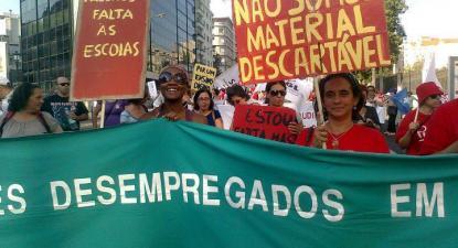 Foto retirada do facebook do Protesto dos Professores Contratados e Desempregados.