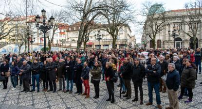 Centenas de pessoas concentraram-se no Rossio de Viseu e exigiram urgência nas obras das urgências do hospital e a instalação da radioterapia e do centro oncológico