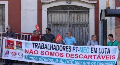 """Faixa com as palavras """"Trabalhadores da MEO em luta Não Somos descartáveis"""" - Foto da CGTP"""
