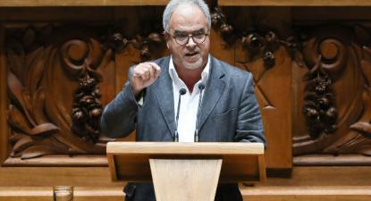 """""""Ou queremos um país que respeita o trabalho ou queremos uma imensa Padaria Portuguesa"""", apontou José Manuel Pureza na sua intervenção no parlamento - Foto de Miguel A. Lopes/Lusa"""