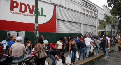 As filas para comprar alimentos são atualmente uma constante na Venezuela