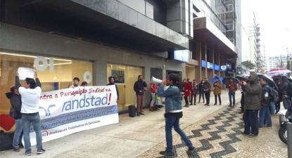Protesto à porta da Randstad