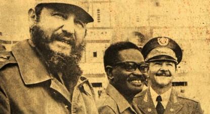 Raúl Castro (à direita na foto) relatou a Fidel as desconfianças de Agostinho Neto em relação aos soviéticos
