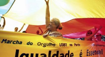 Regina Guimarães na terceira edição da Marcha do Orgulho LGBT do Porto.