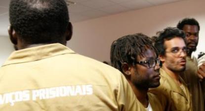 Os presos políticos Mbanza Hamza, Luaty Beirão e Hitler Chiconde (dir.)