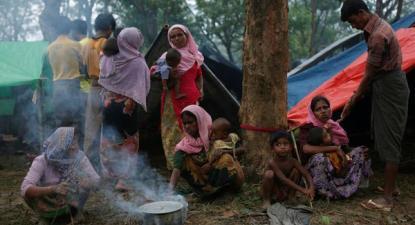 Segundo a AI, perto de meio milhão de pessoas rohingya fugiram das suas casas em Rakhine para o Bangladesh