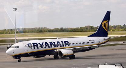 "Avião da Ryanair, Boeing 737-800 EI-DHF"", foto de wicho/flickr"