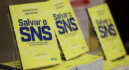 """""""Salvar o SNS"""", o livro publicado por António Arnaut e João Semedo, em 2018."""