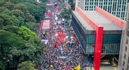 "Manifestantes enchem a Avenida Paulista; ""Fora Bolsonaro!"" Foto da Mídia Ninja"