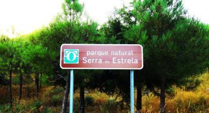 Placa do Parque Natural Serra da Estrela – foto de pedromcmoreira/flickr