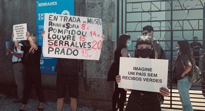 """""""Imaginem um país sem recibos verdes"""", cartaz no protesto dos educadores em Serralves, via facebook de José Soeiro."""