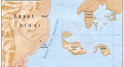 Ilhas Tiran e Sanafir, no Mar Vermelho entre a península do Sinai e a Arábia Saudita. Fonte: Wikimedia commons.