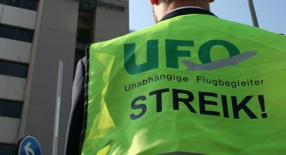 Membro do sindicato UFO em greve.