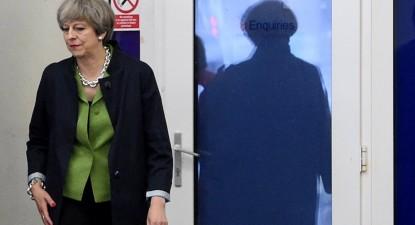 Theresa May em campanha eleitoral, por Facundo Arrizabalga, POOL/Lusa.
