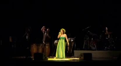 """Maria Rita interpretando a canção """"Todo Carnaval tem seu fim"""""""