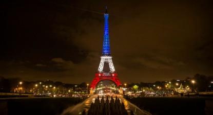 Torre Eiffel, por Etienne Laurent, EPA/Lusa