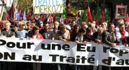 Em setembro de 2012, mais de cem mil pessoas manifestaram-se em Paris contra o Tratado Orçamental que Hollande ratificou. Foto André Fernandes