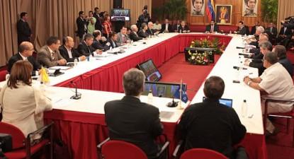 Venezuela: O governo de Maduro e a oposição da MUD assinaram um acordo em cinco pontos