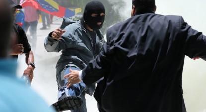 Apoiantes do Governo invadiram o parlamento e tentaram agredir trabalhadores e deputados