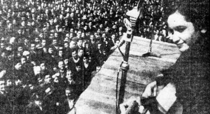 Violeta Parra em ato político da revista El Siglo, 1948 – Foto de fundacionvioletaparra.org