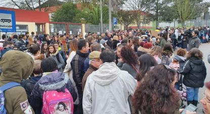 Protesto contra amianto encerra escola no Seixal