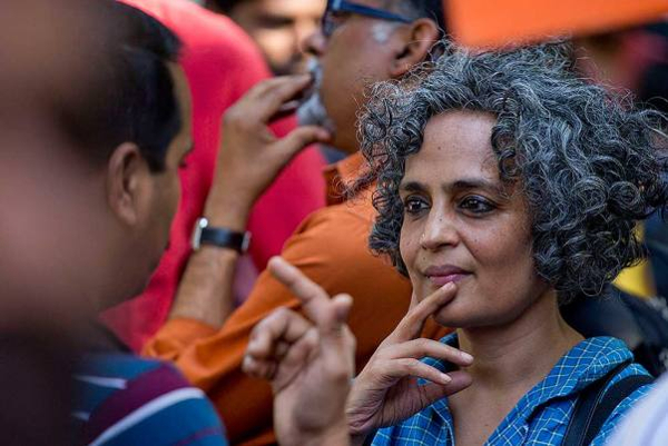 Escritora e ativista indiana
