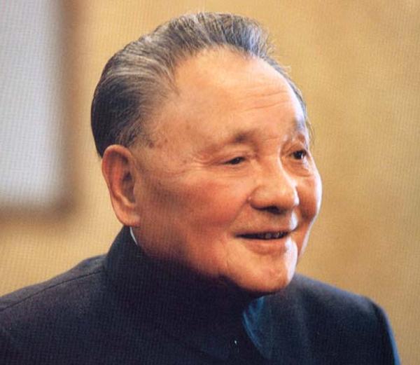 """O velho Deng era o grande manipulador dentro do PCC, partiu dele a ordem de """"limpar a praça"""" em 3 de junho de 1989. A 9 de novembro de 1989 deixaria de ser presidente da comissão militar central"""