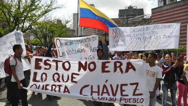 Maduro não só não seguiu a política de Chávez, como perante a dificuldade da situação assumiu uma política oposta ao chavismo