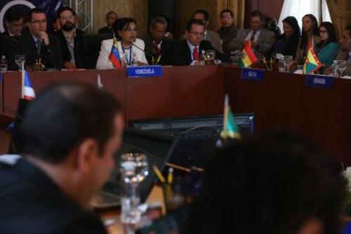 """A vice-presidenta para o Desenvolvimento Social, Gladys Requena, declarou, em outubro de 2015, que """"graças"""" à política social """"foi-se superando a situação de pobreza"""". Na verdade, a pobreza aumentou significativamente desde 2013, invertendo a situação soc"""