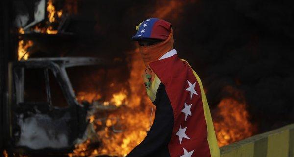 Desde abril passado, há protestos todos os dias. Em mais de cem dias já morreram quase cem pessoas