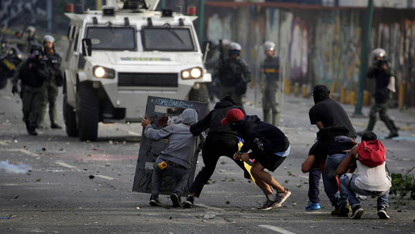 A Venezuela tem o segundo maior exército da América Latina e o maior tendo em conta o tamanho do país. As forças armadas controlam ainda a Guarda (GNB) e as milícias