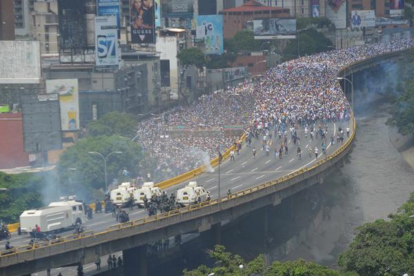 Venezuela: Manifestação da MUD em 19 de abril e barreira da FANB