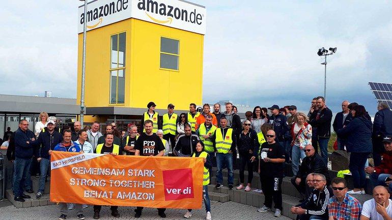 Trabalhadores em protesto num armazém da Amazon em Bad Hersfeld